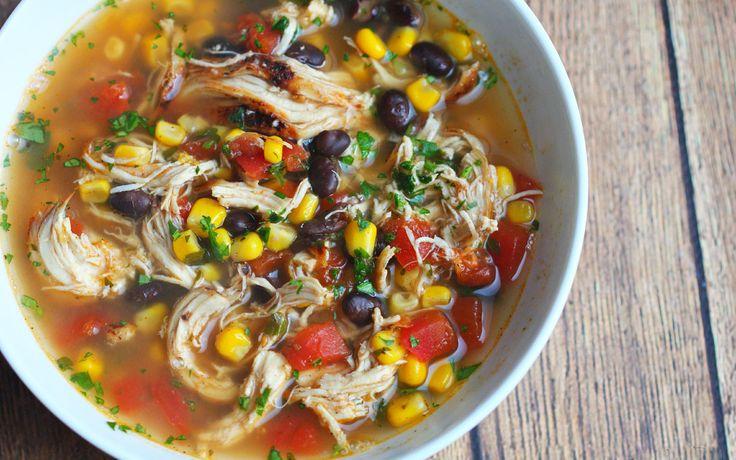 Mexicaanse Kippensoep is voor iedereen die houdt van een goed gevulde soep met veel smaak! Het is gemakkelijk te maken en in een handomdraai klaar.