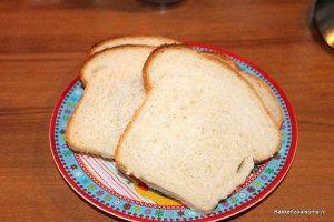Sneden zelfgebakken witbrood