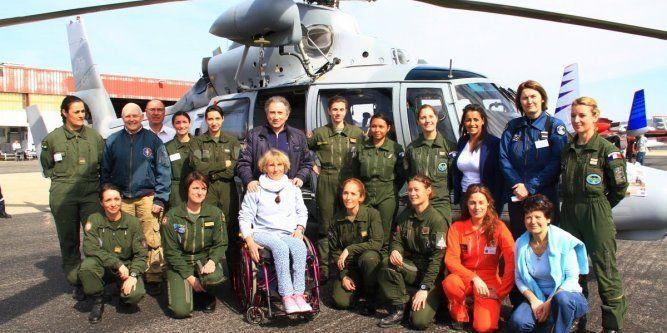 Les femmes pilotes de l'air rassemblées sur le tarmac de l'aéroport d'Avignon