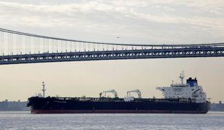 США впервые за 40 лет совершили экспортную поставку нефти. Из порта Корпус-Кристи в южной части штата Техас вышел первый танкер, сообщает Bloomberg.
