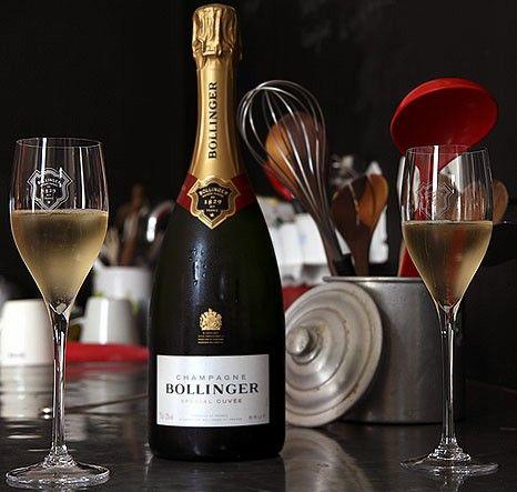 La champaña que christian toma y resulta ser la favorita de Anastasia cap4