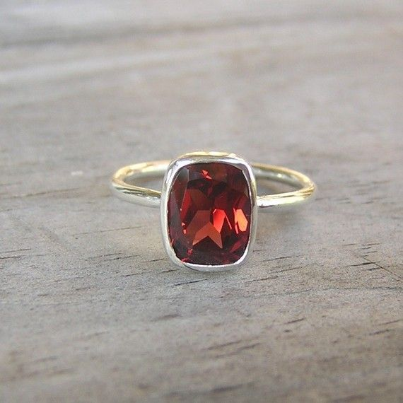 Garnet.  i'd wear this with the gold stackable rings i just re-pinned.  nice.