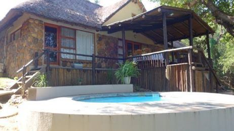 Our stunning Kuname Manor Lodge offers a private safari experience for up to six guests! Ideal for a family getaway before the start of the Christmas festivities!