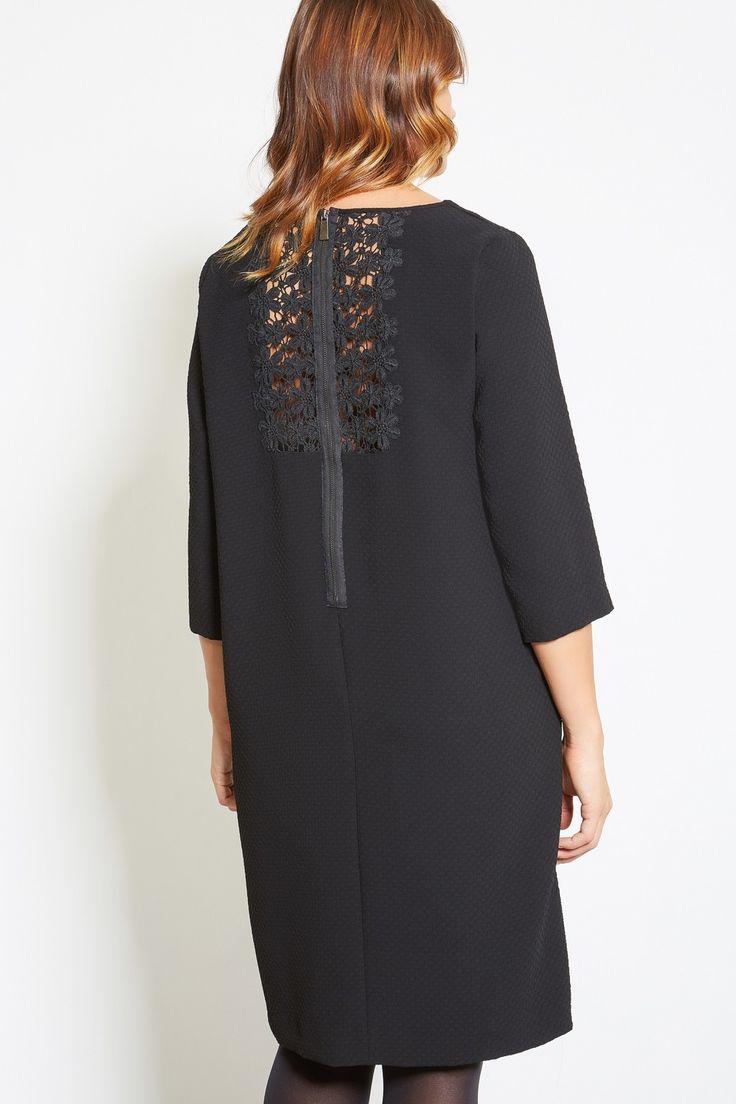 Платье с кружевом сзади