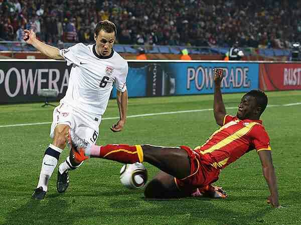 USA 1 Ghana 2 aet in 2010 in Rustenburg. Steve Cherundolo goes on the attack for the US in the Round of 16 clash #WorldCupFinals
