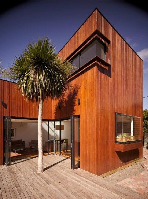 Modern Barrow House in Melbourne, Australia Bay window