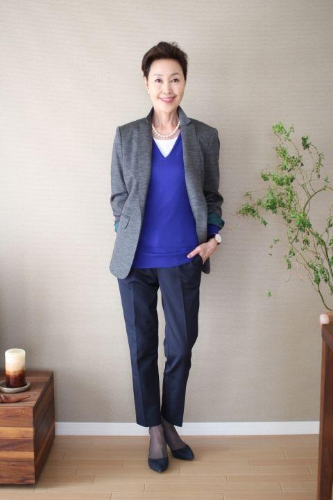ビビッドなブルーでメリハリを!60代コーデ♪スタイル・ファッションの参考に☆