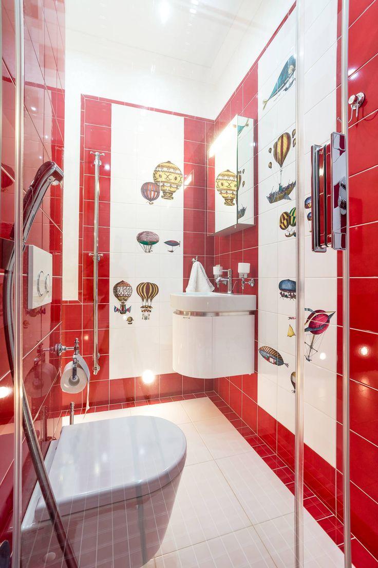 Дизайн небольшой ванной: как использовать пространство и 80+ функционально продуманных интерьеров http://happymodern.ru/dizajn-vannoj-komnaty-3-kv-m-foto-2/ Красный цвет в интерьере ванной комнаты, совмещенной с туалетом