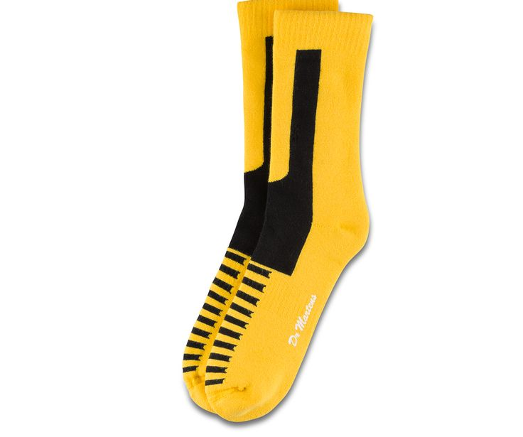 Derrière chaque bonne paire de Docs se cache généralement une bonne paire de chaussettes. C'est pour cette raison que nous en avons créé, pour vous aider à assouplir votre paire de Docs plus facilement. Les chaussettes Double Doc sont plus épaisses à tous les points de frottement classiques, comme à l'arrière du talon et à la cheville, et bénéficie désormais d'un soutien de la voûte plantaire et d'un nouveau système de protection contre les ampoules dans la doublure. Lavable en machine. T...