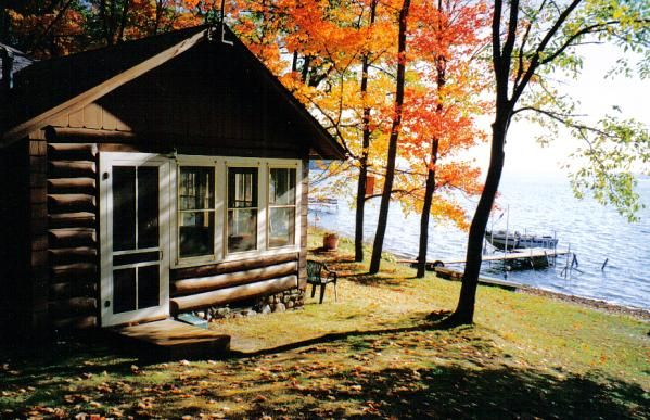 Hayward wi round lake cabins are right on the lake for Northern wisconsin home builders