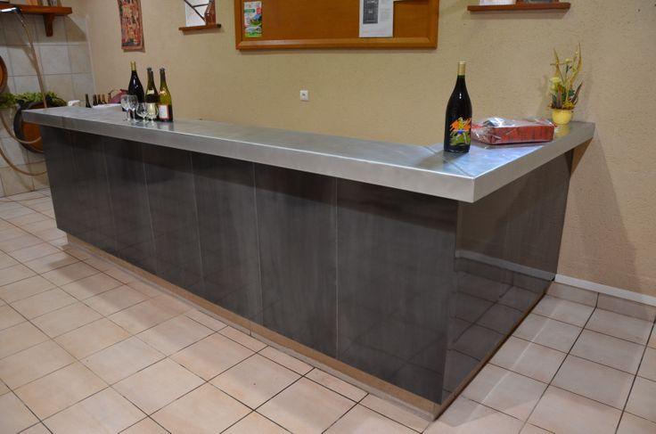 Réalisation du Comptoir de bar en zinc du caveau TRAMIER et Fils à MERCUREY. Entreprise MISTERZINC 4098 route des Alpes 71470 ROMENAY Tél 03 85 37 86 67 www.misterzinc.fr