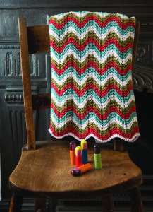 Loom knit this gorgeous chevron afghan with a free pattern download | via SMPCraft.com