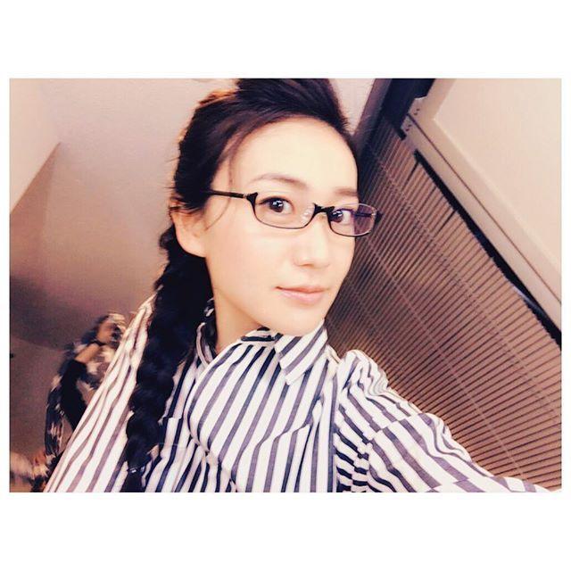 """今月号のwithで 東京タラレバ娘の3人が 着まわし14daysコーデで 登場させていただいてます  小雪は""""大人カジュアル派""""  チェックしてね〜  #東京タラレバ娘 #with #メガネ女子 #アンダーリムフレーム"""