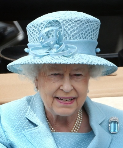 June 19th 2012 - the opening day of Royal Ascot, the annual horse races in Berkshire. The Queen leads the royal carriage procession in a lovely blue outfit with the brooch that is now part of the Brazilian Aquamarine parure.