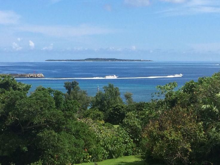 散歩  島を出る船