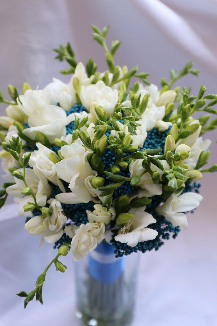 Синяя свадьба. Букет невесты в синем цвете. Фрезии  и озотамнус
