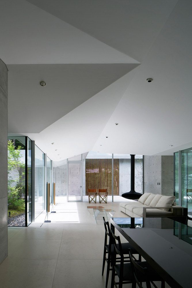Karuizawa home turns forest into five courtyards