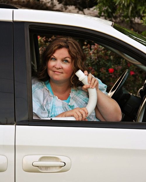 """What an AMAZING idea for keeping kids in the car while traveling on vacation! The """"Mom"""" phone!! You've got to see this!"""