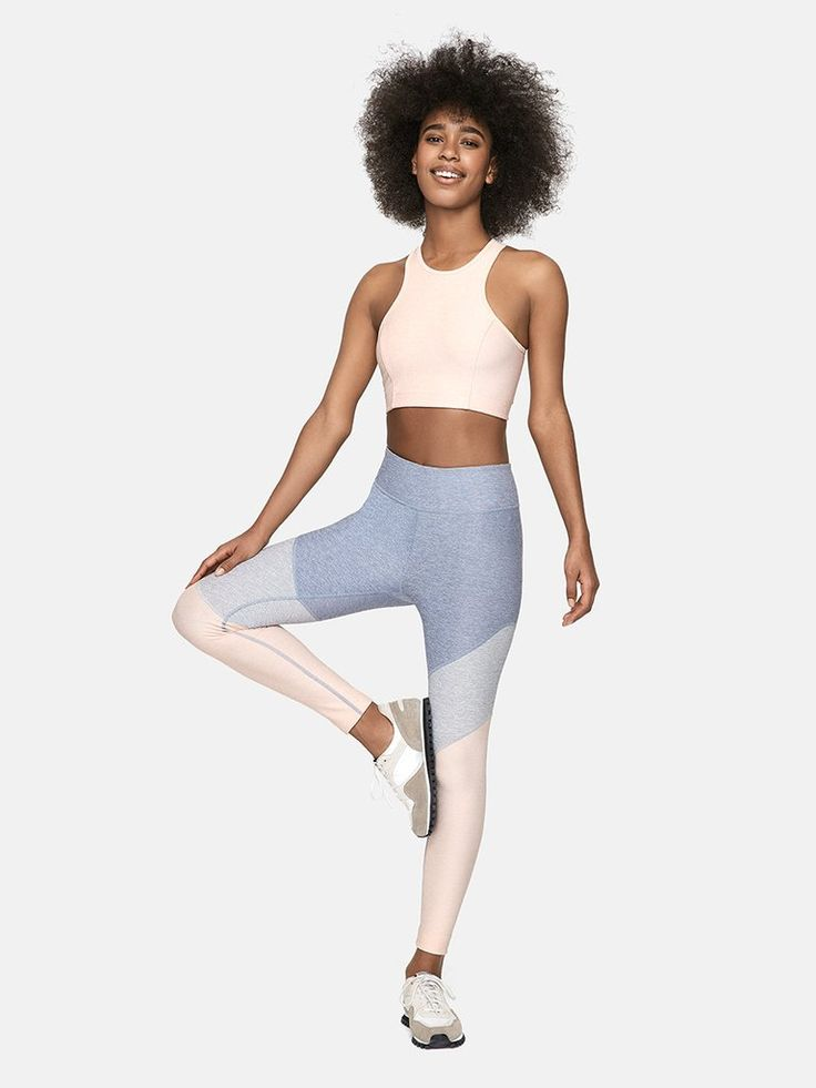 Midweight ankle-length legging with chevron motif and hidden waistband pocket. Prepare the trampoline.