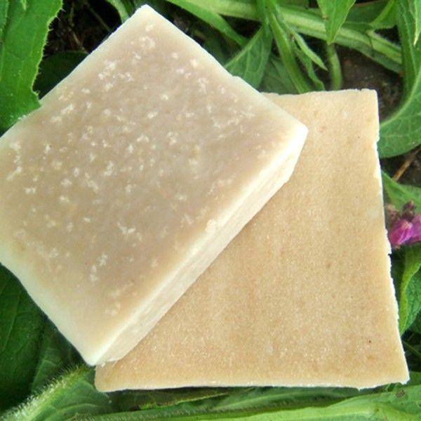 To mydło terapeutyczne i w naturalnym kolorze garbnika żywokostu. Zawierający alantoinę żywokost uważany jest za środek na gojenie się ran, przyspieszający regenerację naskórka, ma właściwości przeciwzapalne; ma tyle zalet, że nie da się tu opisać. Nasiona wiesiołka są uznawane za kosmetyczne nasionka piękności, dodane zmielone do mydła -dodatkowo masują i peelingują skórę.