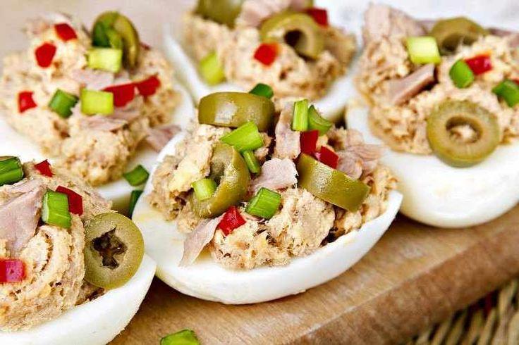 Huevos rellenos Thermomix. Hoy una receta de aperitivos en Thermomix 31 fácil rapida de hacer. Huevos duros rellenos de atun estilo Arguiñano o con gambas