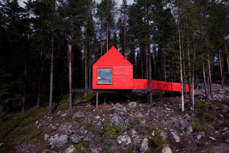 Cabana vermelha.  Fotografia: cabinporn.com  https://www.buzzfeed.com/summeranne/45-cozy-cabins-youll-want-to-hide-away-in-forever?crlt.pid=camp.2Gr9PEJdcoMj&utm_term=.mtBjXAv0A#.ebEDwZ1oZ