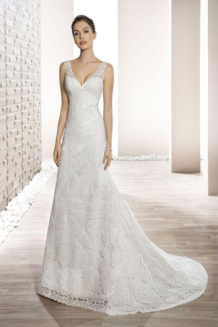 Demetrios robe de mariée  dentelle