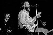 The Band - L to R: Rick Danko, Levon Helm and Richard Manuel on tour in Hamburg, Germany in 1971 (Wikipedia)