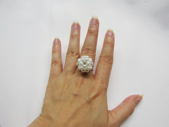 Cluster ball of glass pearls ajustable ring