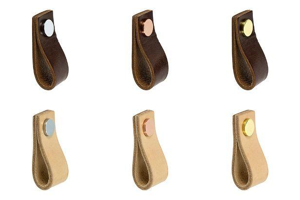 Nya handtag i läder Nu breddar vi sortimentet med handtaget Loop i naturgarvat läder från Beslag Design. Loop är tillverkad i skinn av mycket hög kvalitet och patineras snyggt med tiden. Handtaget finns i nio olika utföranden. #allabeslag #loop #beslagdesign # beslagiläder #köksinspo