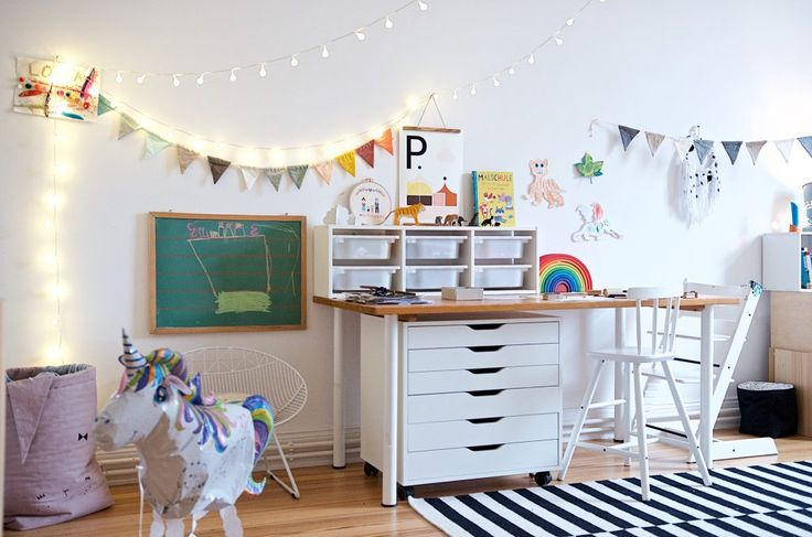 Ein kunterbuntes Kinderzimmer mit Ecken für alle Kinder-Bedürfnisse #kinderzimmer