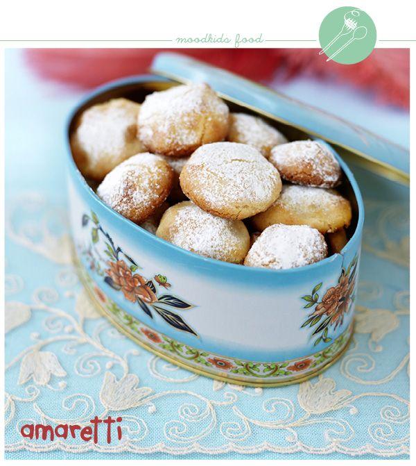 Een krokant Italiaans koekje, dat perfect bij een espresso past. Het lijkt op een macaron, maar is veel eenvoudiger te maken! Benodigdheden (voor circa 12 stuks) 200 gr amandelspijs 3/4 dl kristalsuiker 1 eiwit 1 ml (bittere) amandelessence