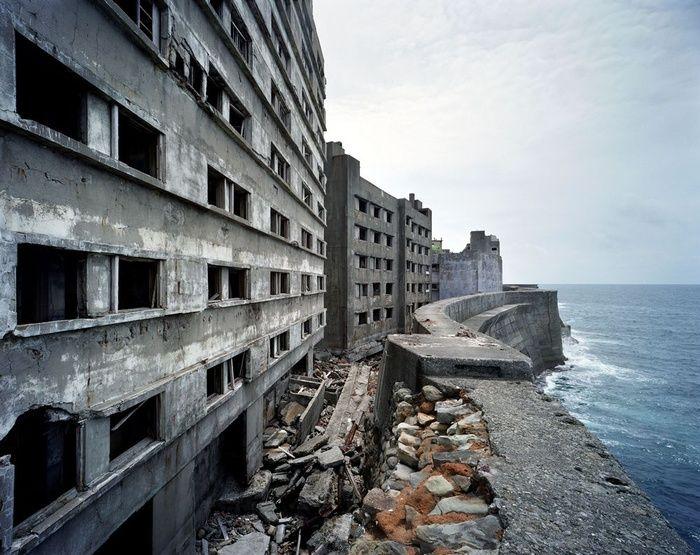 Les plus beaux decors de James Bond : L'île d'Hashima au Japon.