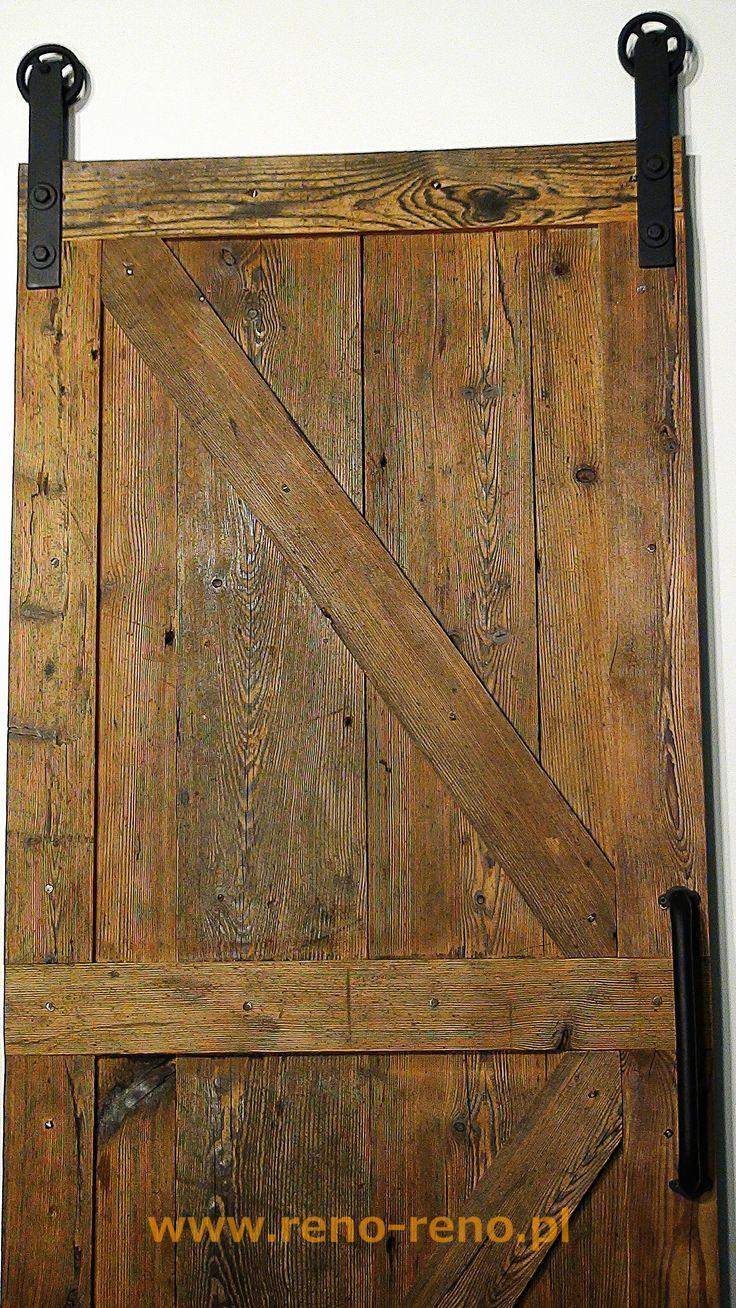 Drzwi przesuwne drewniane. Styl lekko rustykalny. Pracownia Reno.