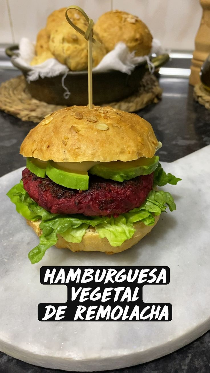 Plant Based Diet, Vegan Life, Queso, Vegan Vegetarian, Hamburger, Vegan Recipes, Food And Drink, Easy Meals, Yummy Food