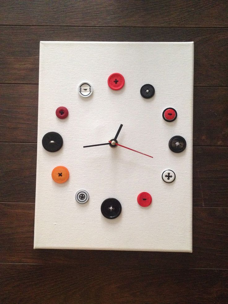 Horloge à boutons / clock made of old buttons