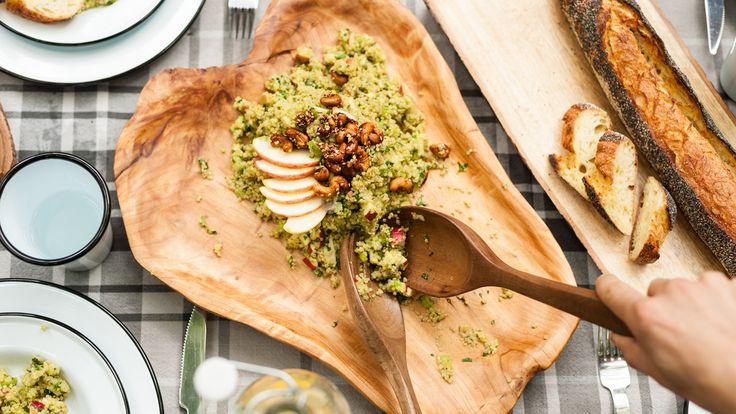 Salade de quinoa aux pommes, avocat, céleri branche, coriandre, et noix de cajou au sésame et miel