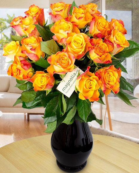 Orange rose bouquet. Perfect for an autumn gift.    Buchet de toamnă cu trandafiri portocalii