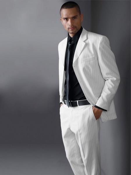 Фото свадебных мужских белых костюмов и черная рубашка