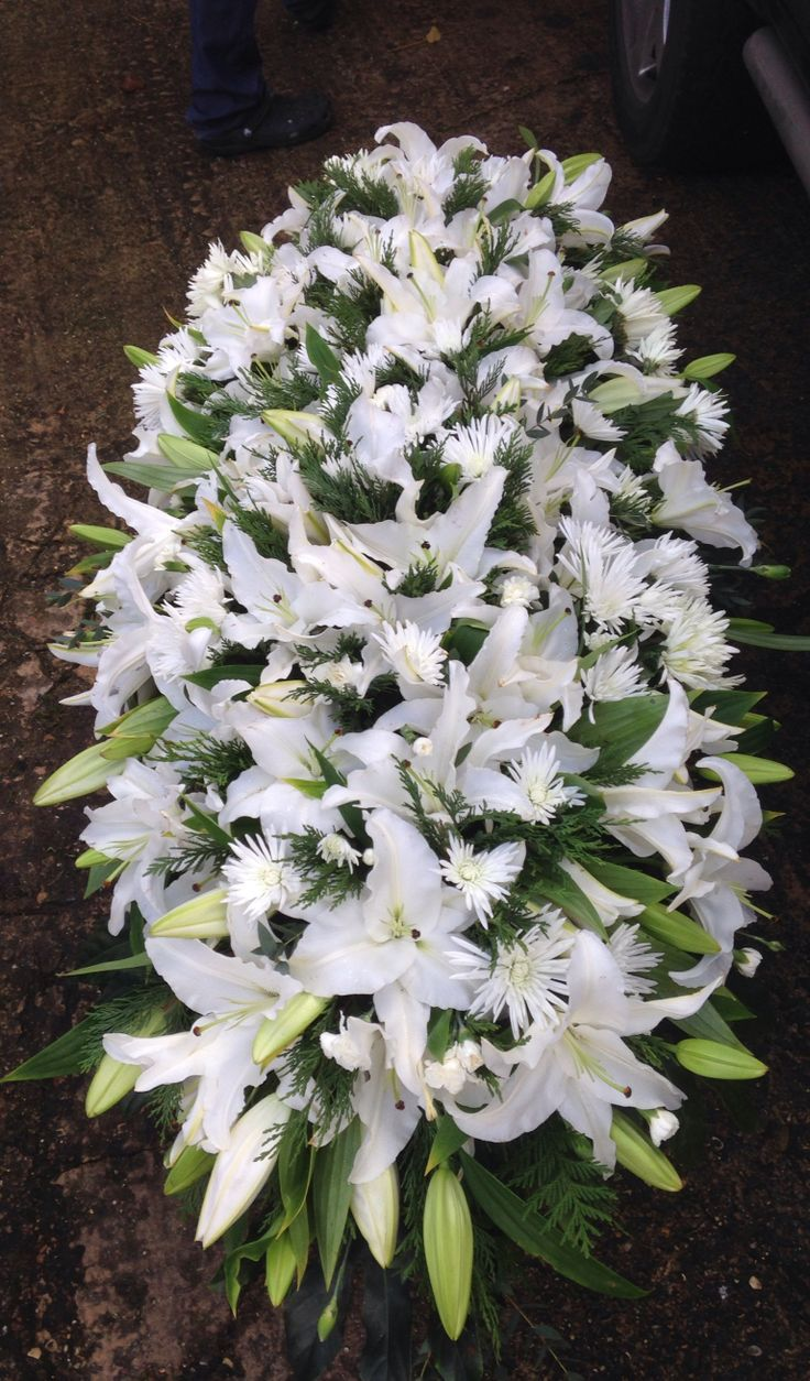 5ft lily coffin spray