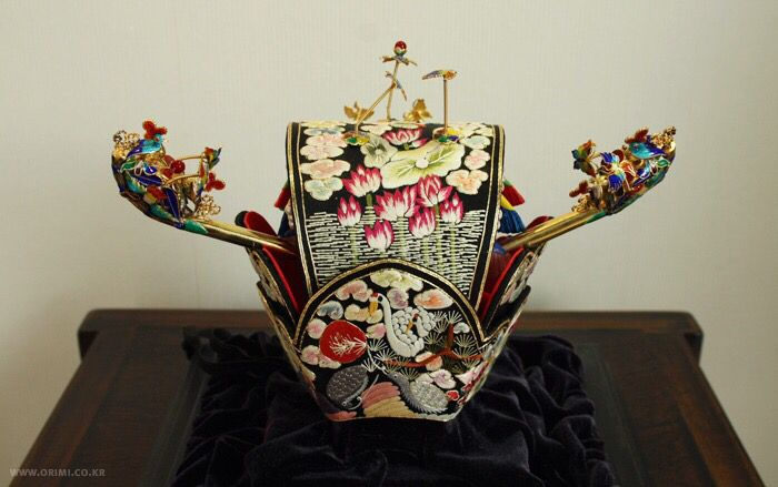 bride's headpiece (worn at a Korean traditional wedding), Korean bridal crown