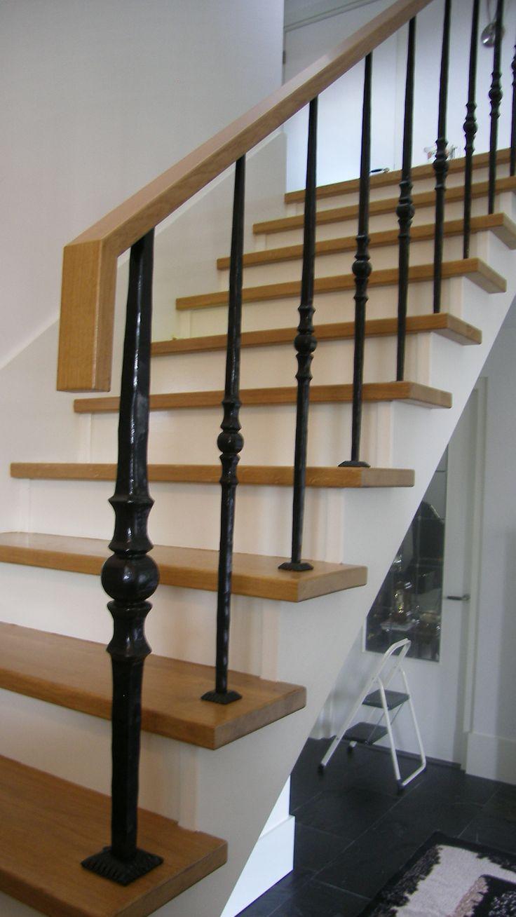 25 beste idee n over hout trapleuningen op pinterest trap verbouwen trappen en trapleuningen - Entreehal met trap ...