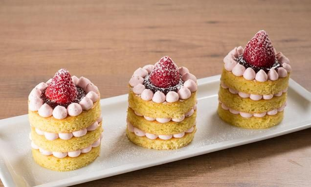 recipe-Mini cake alla crema chantilly e fragole