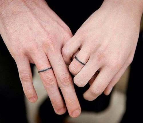 bold line ring finger tattoos kalın çizgi yüzük parmağı dövmeleri