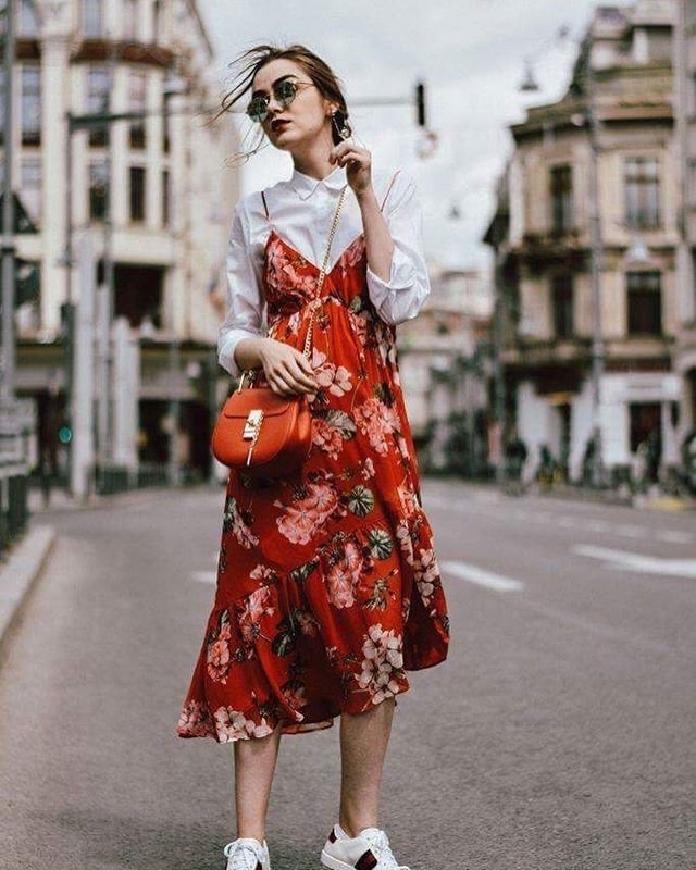 Chúng ta đừng nên ngần ngại chạm cảm nhận và bày tỏ cảm xúc của chính mình. Điều dễ dàng nhất trên thế giới này là sống đúng với cảm xúc và bản thân mình. Còn điều khó khăn nhất là trở thành người thế giới muốn bạn trở thành. - Leo Buscaglia #ellevn #ellevietnam #quotes  via ELLE VIETNAM MAGAZINE OFFICIAL INSTAGRAM - Fashion Campaigns  Haute Couture  Advertising  Editorial Photography  Magazine Cover Designs  Supermodels  Runway Models