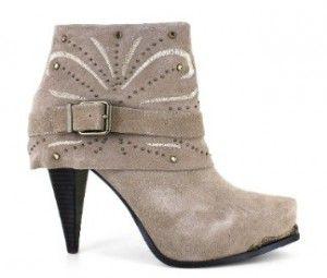 "miranda lambert shoe line | Miranda Lambert Rolls Out ""Feisty, Sexy, Confident"" Shoe Line ..."