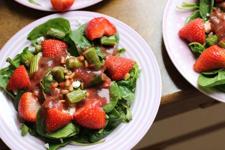 Perfekt für die Spargelsaison. :-) Dieser Salat schmeckt sehr fruchtig und frisch.  Das Rezept ist auf meinem Blog.