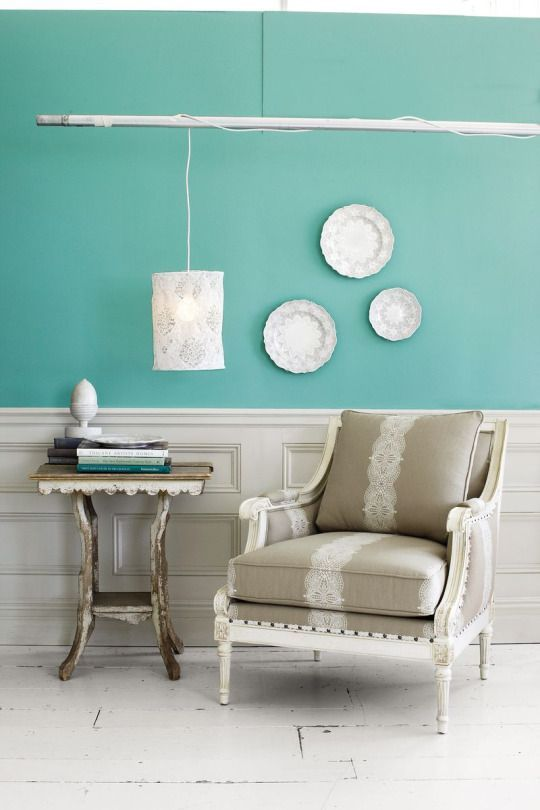 How to decorate that big blank wall you 39 ve been trying to for Four blank walls