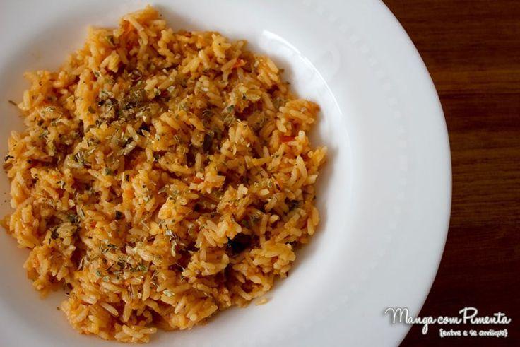 Receita de Arroz Mexicano, esse arroz fará sucesso no seu almoço. Clique na imagem para ver a receita no blog Manga com Pimenta.