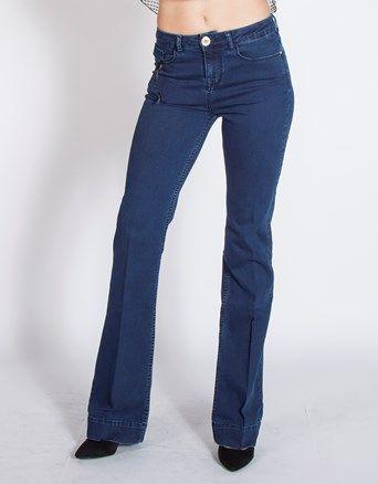 Lynne Denim παντελόνι καμπάνα, σε πεντάτσεπο στυλ και regular fit.